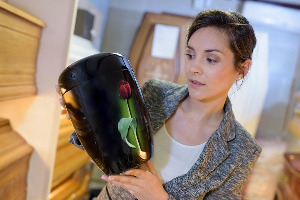 how to choose a urn